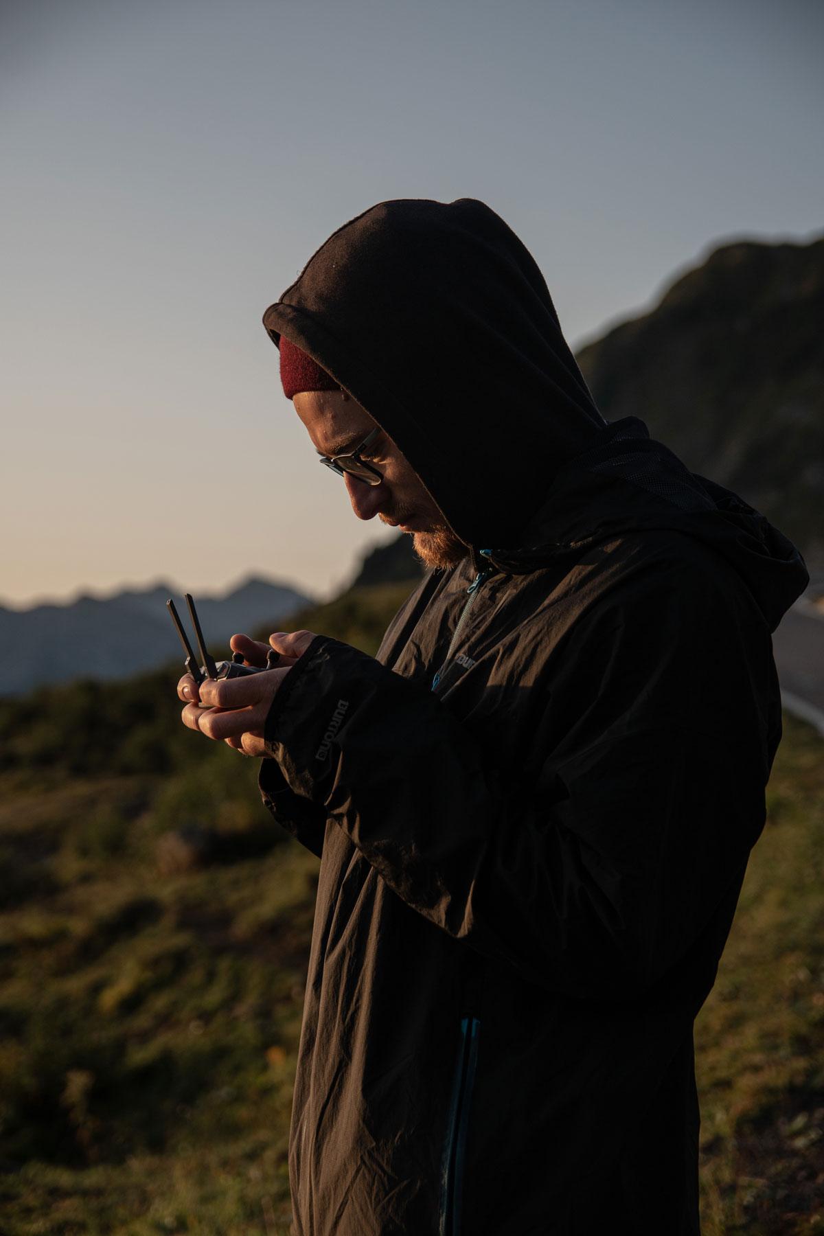 Zu sehen ist Thomas Stanglechner bei dem Dreh für ein Musikvideo. gemacht von Pia Berchtold.